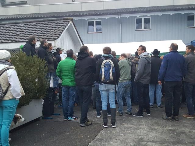 Zuschauer rund um die öffentliche Metzgete