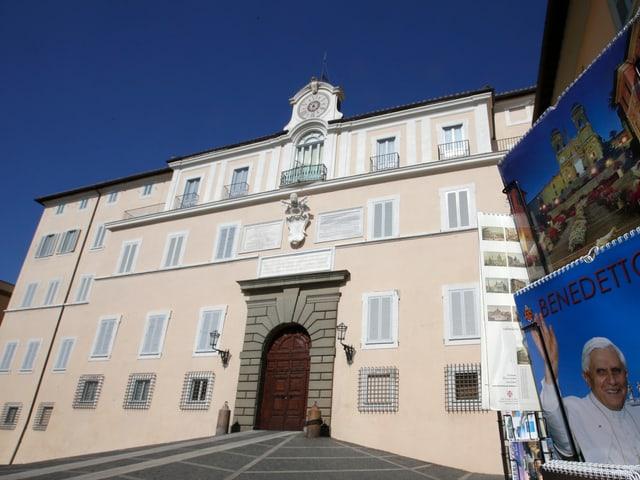 Castel Gandolfo von aussen.