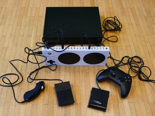Xbox One, Adaptive Controller, gewöhnlicher Controller, Eingabegeräte.