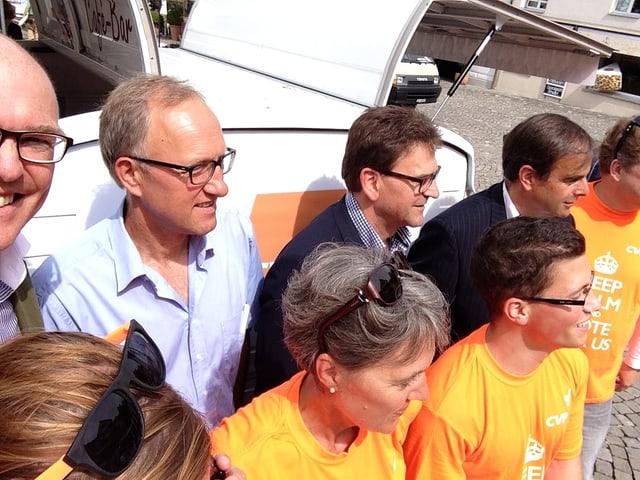 «Selfie» von Martin Pfister (ganz links) bei einer CVP-Wahlkampfveranstaltung auf dem Landsgemeindeplatz.
