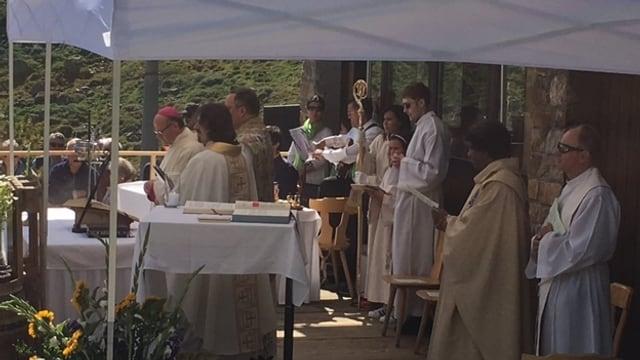 L'uvestg Vitus Huonder durant la messa da Nossaduna sin Marguns