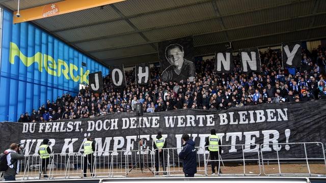 Choreografie der Fans des SV Darmstadt.