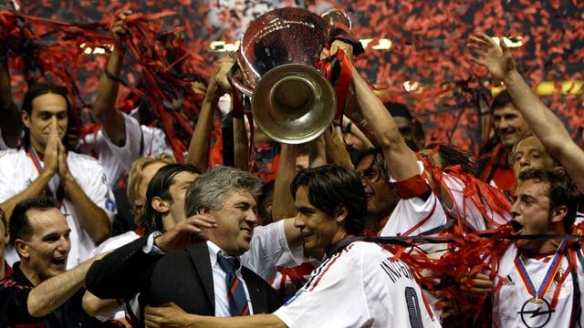 2003 feiert er mit der AC Milan den ersten Champions-League-Erfolg als Trainer.