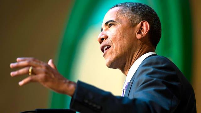 Der US-Präsident Barack Obama an einem Rednerpult des Afrikanischen Kongresses in Addis Abeba.
