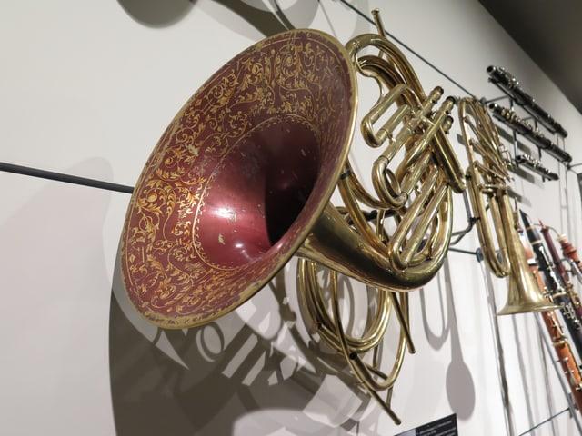 Gold-rot verziertes Instrument