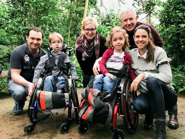 Röbi Koller und Kiki Maeder treffen die jungen Familie im Masoala Regenwald des Zoo Zürich und lassen die unvergessliche Zeit in Kreta aufleben.