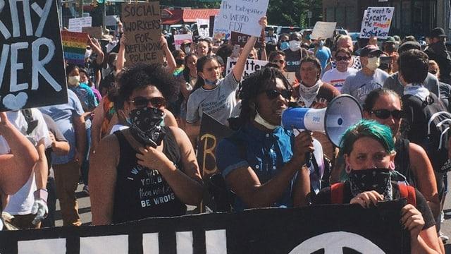 Travon Brown an Demo.