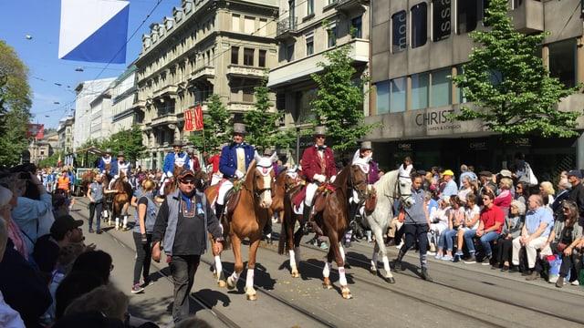 Männer auf Pferden