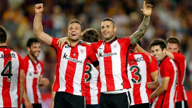 Die Bilbao-Spieler lassen sich nach dem Gewinn des Supercups feiern.