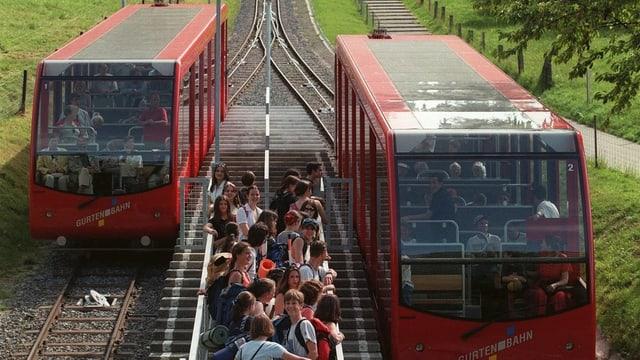 Die Gurtenbahn bei der Mittelstation.