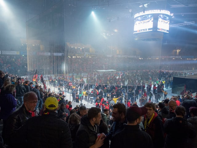 Fans in der Postfinance-Arena