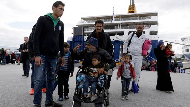 Ina famiglia da fugitivs en Grezia.