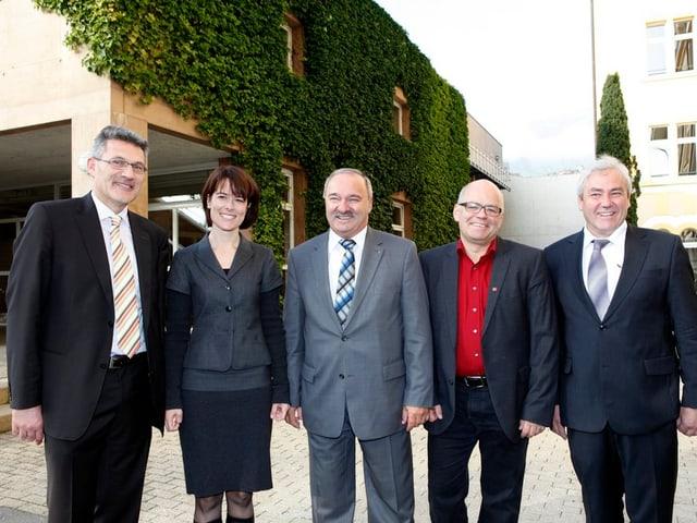 Die vier Schwyzer Nationalräte Pirmin Schwander, Petra Gössi, Andy Tschümperlin und Alois Gmür mit Ständerat Alex Kuprecht in der Mitte.