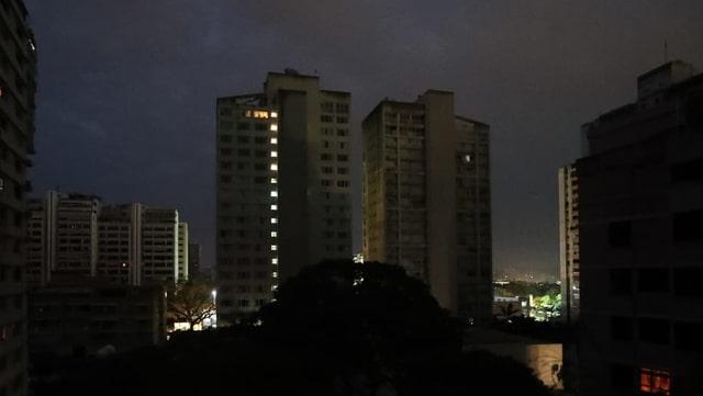 Dunkle Hochhäuser