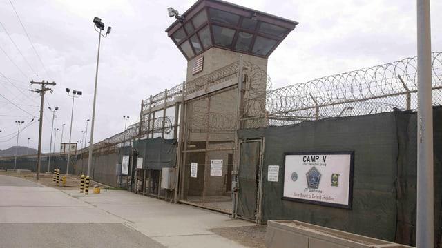 Der Eingang zu Camp V und VI auf Guantanamo.