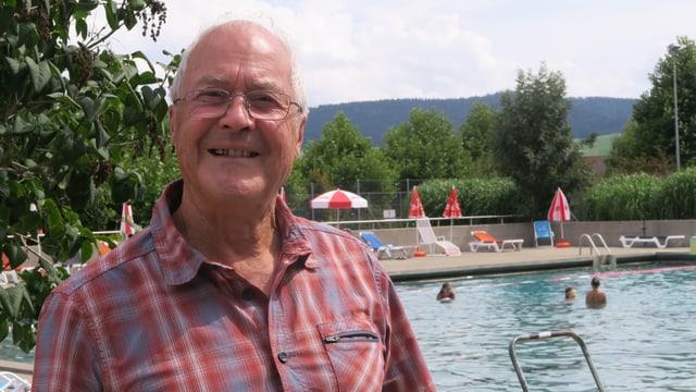 Ueli Jenzer im Schwimmbad von Grosshöchstetten