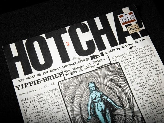 Ein Magazin auf dem eine griechische Statue abgebildet ist und sehr viel Text auf dem Cover steht.