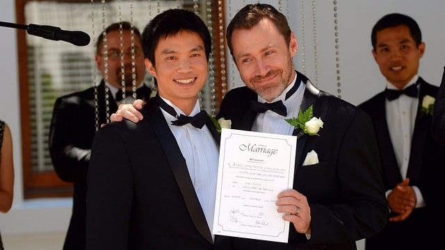 Ivan Hinton, der Direktor der Organisation Marriage Equality, mit seinem Ehemann.