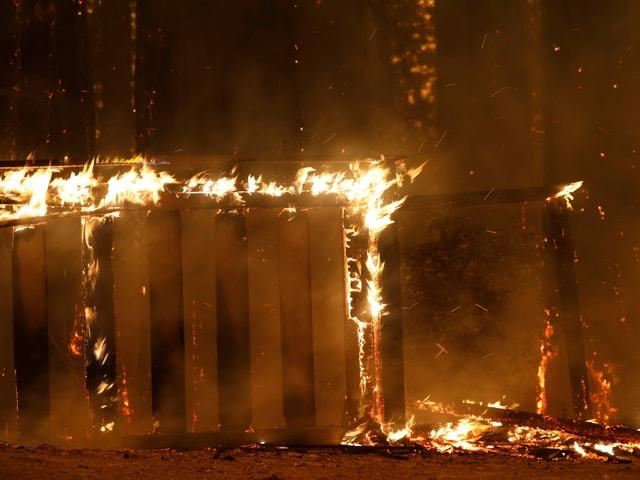 Brennendes Haus in Kalifornien.