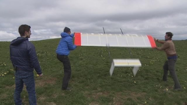 Video «Erfinder-Werkstatt, Energiespar-Dusche, Stromerzeugung mit Drachen» abspielen