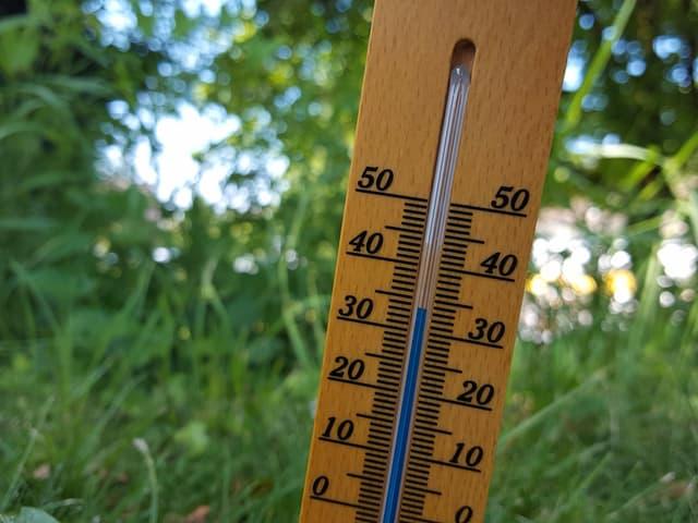 Thermometer mit 34 Grad.