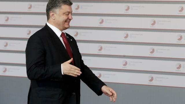 Petro Poroschenko mit lächeln im Gesicht