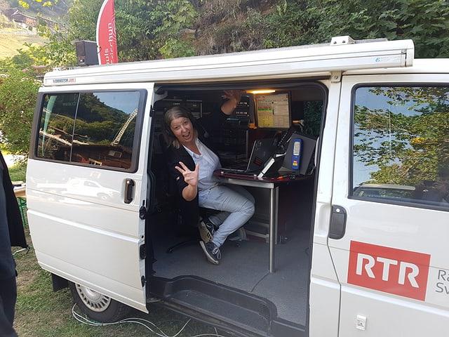 Georgina Janki en acziun ord il bus da RTR.
