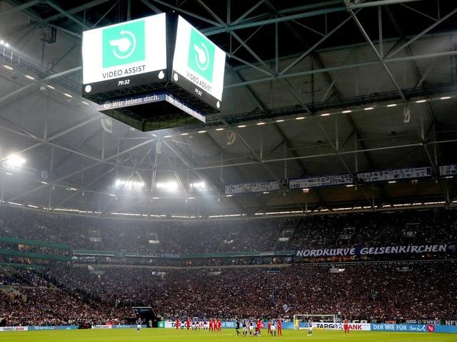 Der Videowürfel in der Schalker Veltins-Arena.