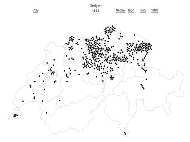 Eine Karte der Schweiz mit vielen schwarzen Punkten, die Anstalten bezeichnen