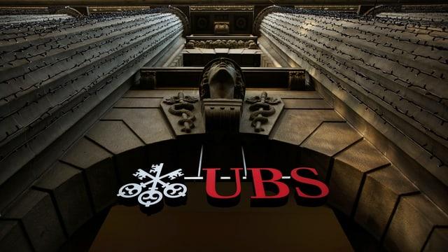 Das UBS-Gebäude mit Schriftzug