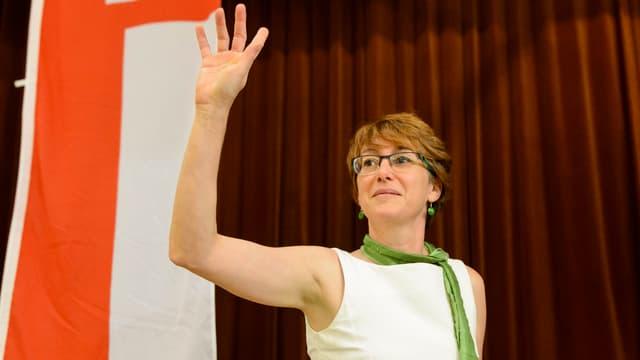 Fabienne Despot hebt den rechten Arm