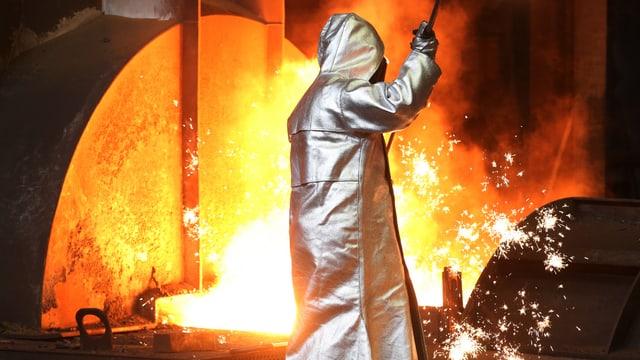 Stahlarbeiter in Schutzbekleidung
