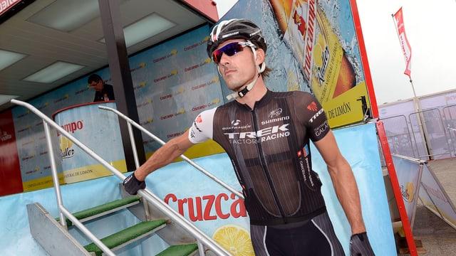 Fabian Cancellara verlässt an der Vuelta vor der Etappe den Team-Wagen.