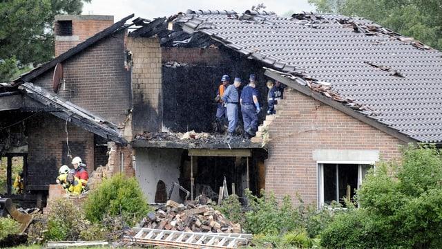 Ein Kleinflugzeug war am 17. Juli 2011 auf ein Haus in Oberhallau gestürzt. Haus und Flugzeug gingen in Flammen auf.