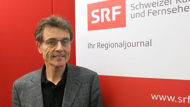 Martin Rüegg im Studio des Regionaljournal Basel.