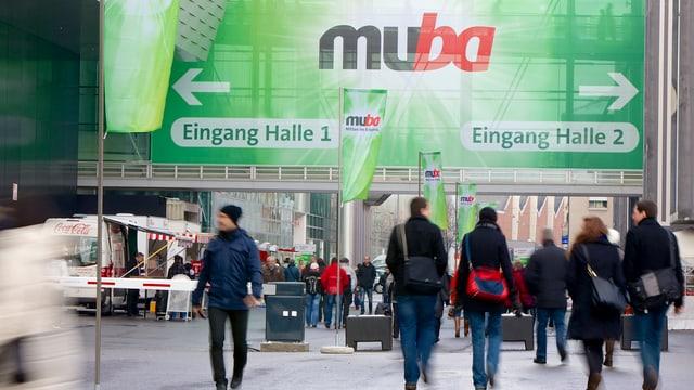 Besucherinnen und Besucher der muba 2013 auf dem Messeplatz