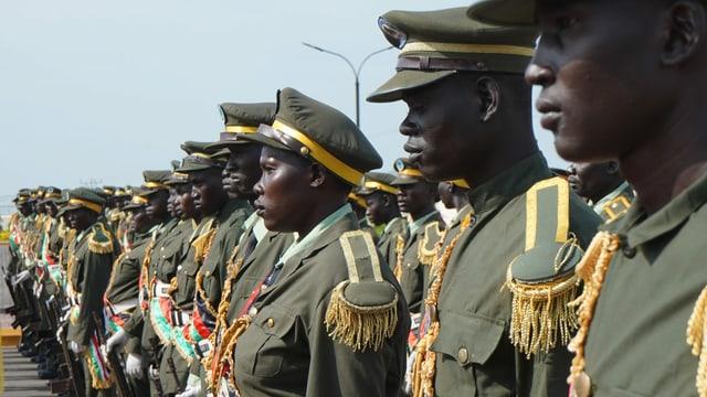 Die Soldaten der Regierungsarmee (SSPDF) sind ungleich besser ausgebildet als die Rebellen. Doch auch bei ihnen fehlt es an Essen und Medizin.