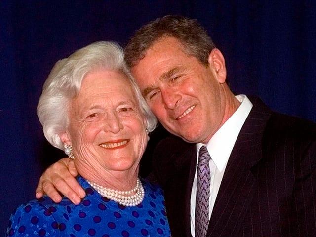 Barbara Bush mit ihrem Sohn George W.