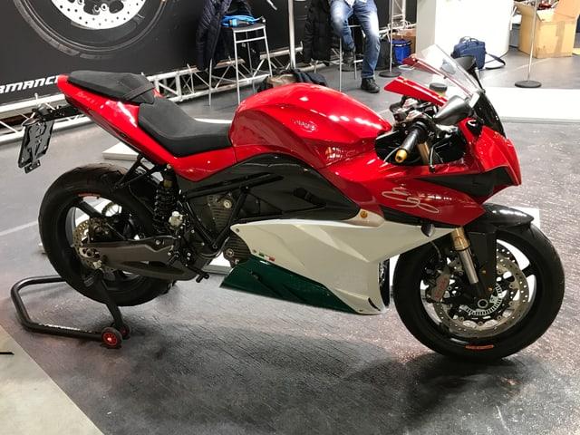 An der Motorrad-Ausstellung Swiss Moto ist ein Motorrad mit Elektro-Motor ausgestellt.