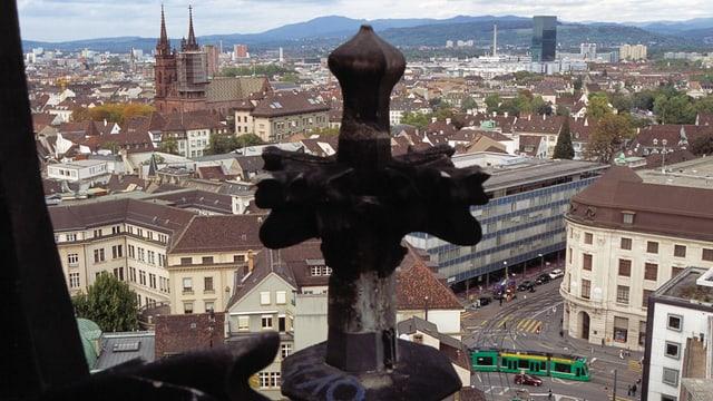 Kreuz der Elisabethenkirche über Basel
