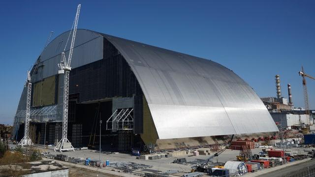 Schutzhülle für Atomruine Tschernobyl