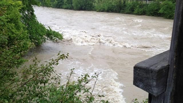 Hochwasser auch bei der Thur unter der Lütisburger Holzbrücke im Unteren Toggenburg.
