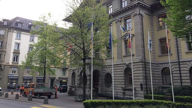 Opposition gibt es aus dem Luzerner Stadthaus. Die Stadt wehrt sich mit 11 anderen Gemeinden gegen die Reform.