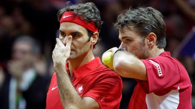 Roger Federer und Stan Wawrinka in einem Doppelmatch.