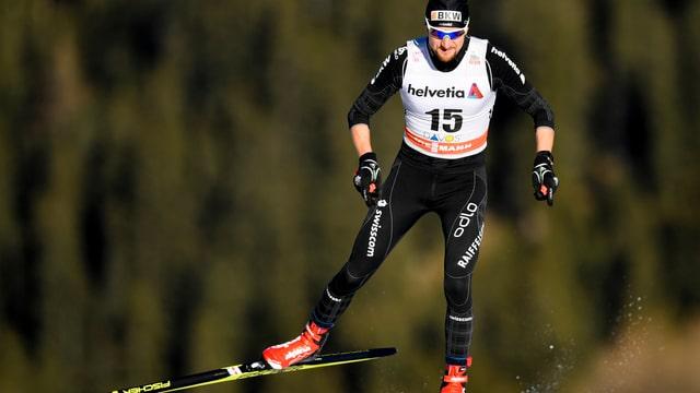 Maletg simbolic: Ueli Schnider durant ina cursa da cup mundial a Tavau.