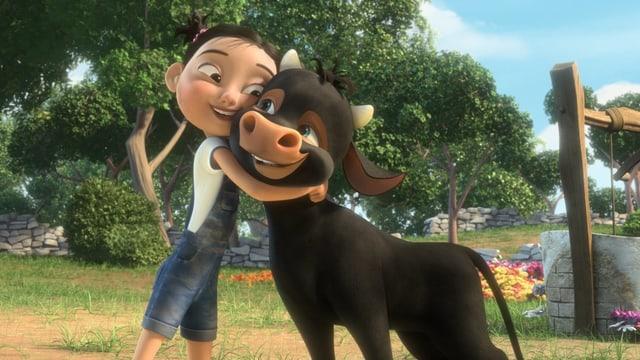 Das kleine Mädchen Nina umarmt das Kalb Ferdinand.