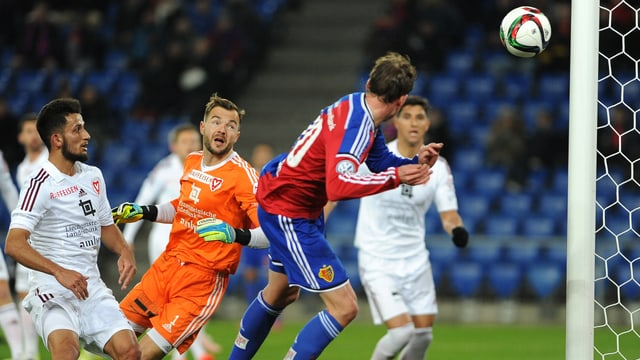 Fabian Frei köpft den FCB problemlos mit 1:0 in Führung.
