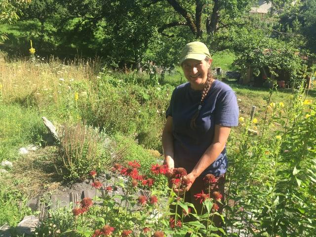 Karin Roth en ses iert da permacultura a Tusaun.