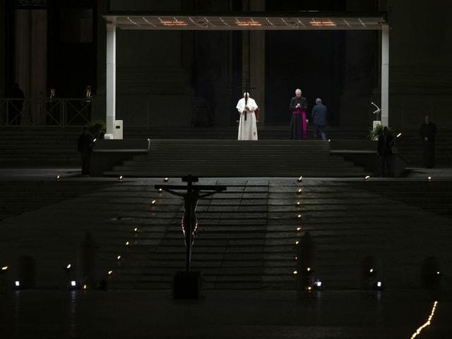 Papst am Kreuzweg