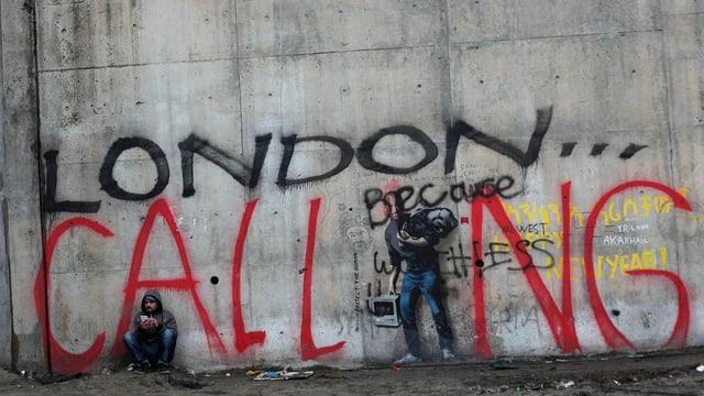 Graffiti an einer Wand. Es steht «London Calling».